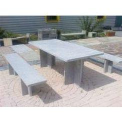 Table et banc en granit