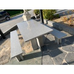 Table et banc en granit